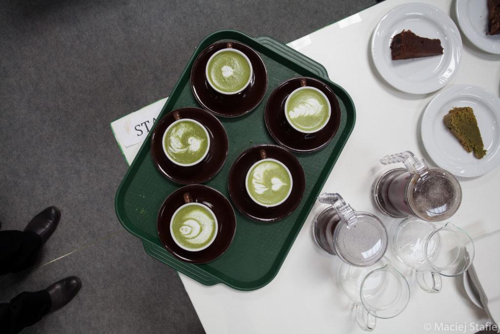 Do występu Bartłomieja Hilszczańskiego przygotowano matcha latte art - fot.Maciej Stafiej - Kurs naherbatę