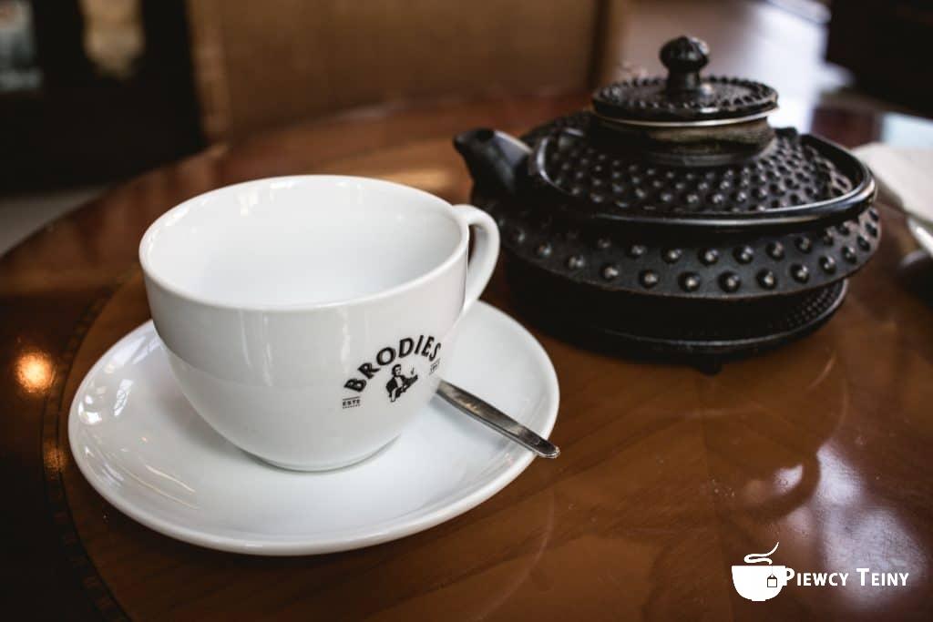 Herbata podana wherbaciarni Czartoryskiej naPuławach